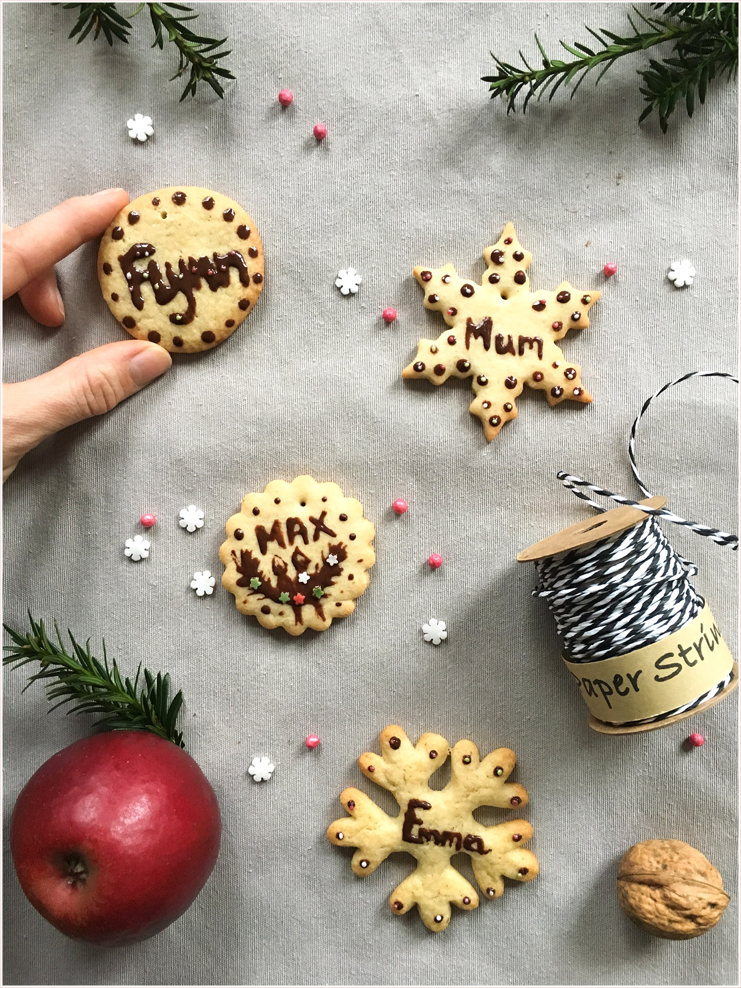 Eco-friendly gift wrap ideas.   PearTreePond Blog #creative #ecofriendly #giftwrap #giftwrapping